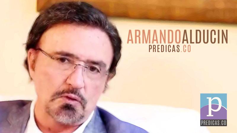 El Pastor Armando Alducin predicando el Sermon