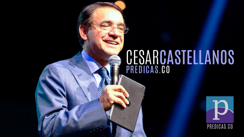 Pastor Cesar Castellanos predicando el sermon