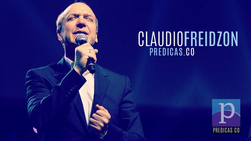 El Pastro Claudio Freidzon predicando el sermon