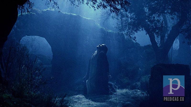 Jesus orando en el monte Getsemani antes de dar su vida en la cruz