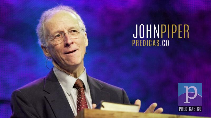 El Pastor John Piper predicando en una conferencia cristiana