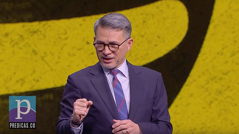 Cash Luna Predicando en Casa de Dios sobre el valor de la integridad