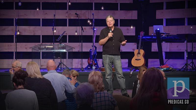John Arnott predica sobre la necesidad de orar y persistir en la oración